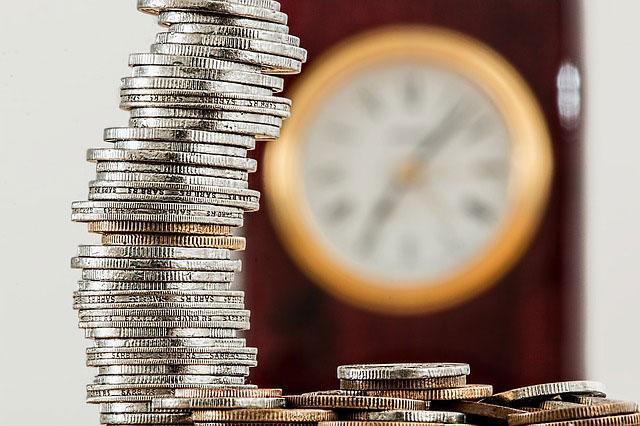 Pożyczka ratalna a spłata jednorazowa - plusy i minusy